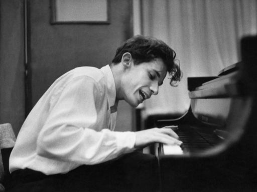 Glenn Gould playing the piano